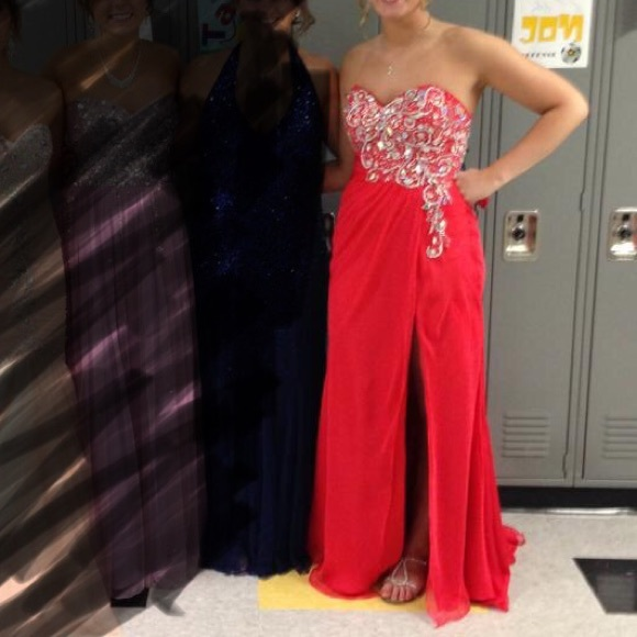 Mac Duggal Dresses & Skirts - Mac Duggal beautiful red prom dress!